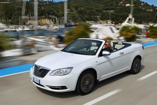 Weißer Lancia Flavia als Cabriolet