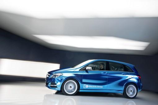 Mercedes-Benz Concept B-Klasse Electric Drive in Blau von der Seite