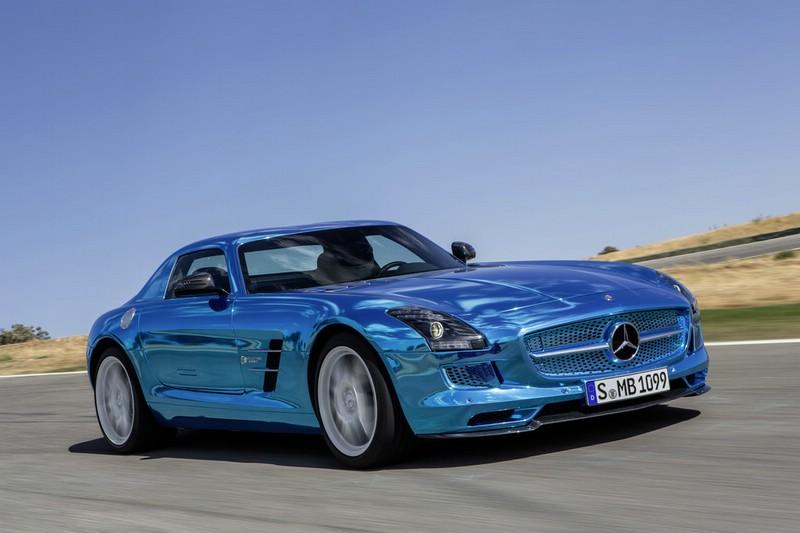 Mercedes-Benz SLS AMG Electric Drive in Blau (Fahraufnahme)