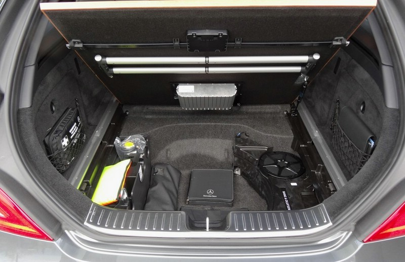 galerie mercedes cls 63 amg shooting brake kofferraum. Black Bedroom Furniture Sets. Home Design Ideas