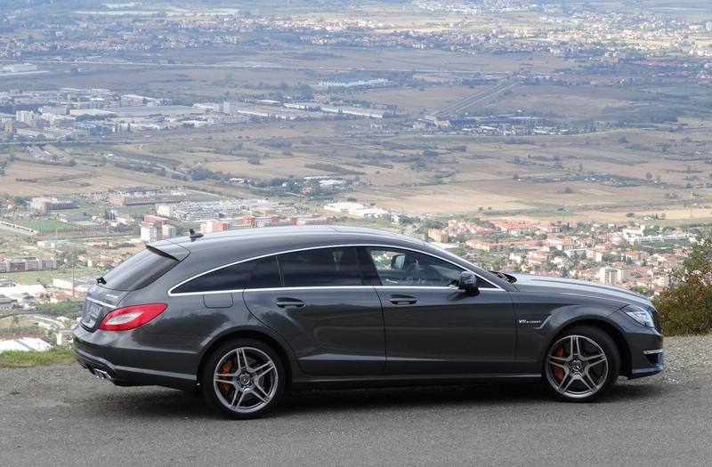 Mercedes CLS 63 AMG Shooting Brake in der Seitenansicht