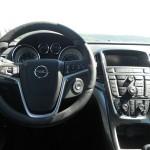 Opel Astra Limousine 2012 Cockpit - Lenkrad, Tacho