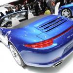 Porsche Carrera 4 in Blau auf dem Pariser Autosalon 2012