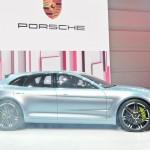 Die Seitenpartie des Porsche Panamera Sport Turismo 2012