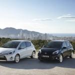Toyota Yaris Hybrid in den Farben Weiß und schwarz
