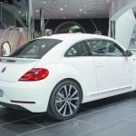 Volkswagen Beetle R-Line in der Seiten- Heckansicht