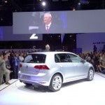 Volkswagen Golf 7 in der Seiten- Heckansicht