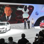 VW-Studie Golf 7 GTI in Rot und Weiß auf der Paris Motor Show 2012