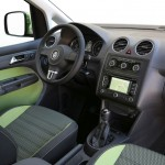 Das Cockpit des VW Cross Caddy 2013