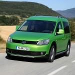 2013 VW Cross Caddy in Viperngrün (Fahraufnahme)