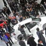 Weisser Volkswagen Golf 7 auf der Pariser Automesse 2012