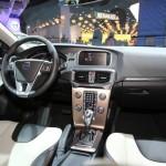 Das Armaturenbrett des Volvo V40 Cross Country - Lenkrad, Navi, Tacho