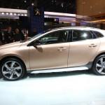 Neuer Volvo V40 Cross Country in der Seitenansicht