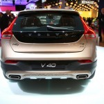 Volvo V40 Cross Country in der Heckansicht auf der Paris Motor Show 2012