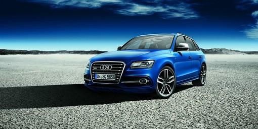 Blauer Audi SQ5 exclusive concept in der Front- Seitenansicht