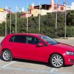 Volkswagen Golf iin Rot n der Seitenansicht