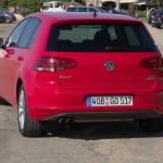 Die Heckansicht des Volkswagen Golf (Rot)