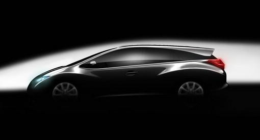 Honda Civic Kombi hier noch getarnt, wird 2013 als Konzept gezeigt werden