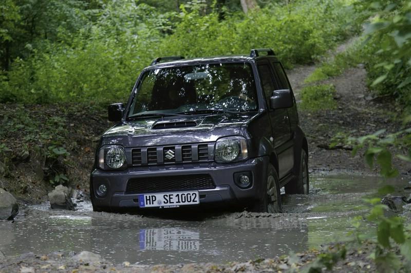 Facelift Suzuki Jimny im Schlamm