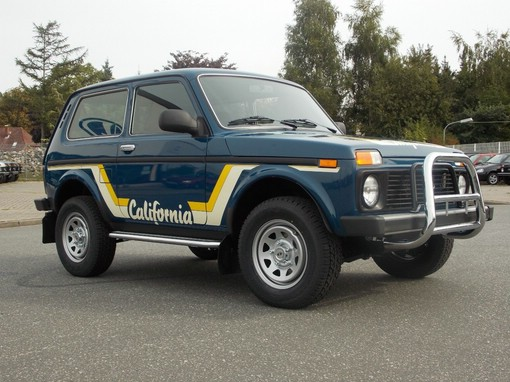 2012 Lada Niva California in der Front- Seitenansicht
