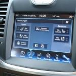 Das Touchscreen-Display im Lancia Thema 3.0 V6 CRD