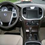 as Cockpit des 2012 Lancia Thema 3.0 CRD Executive