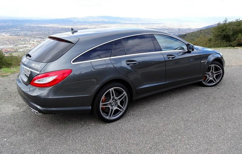 Der neue Mercedes-Benz CLS 63 AMG Shooting Brake in der Heck- Seitenansicht