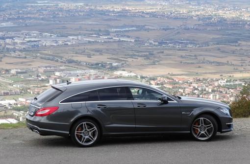 Der neue Mercedes-Benz CLS 63 AMG Shooting Brake in der Seitenansicht