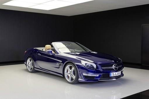 Blauer Mercedes-Benz SL 65 AMG Modelljahr 2013