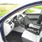 Skoda Rapid 2012 Innenraum (Bilder von der Fahrerseite)