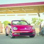 Das neue VW Beetle Cabrio in Rot in der Frontansicht