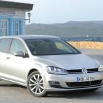 VW Golf 7 in Silber in Sardinien (Standaufnahme)