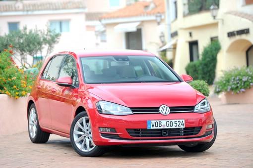 Der neue Volkswagen Golf 7 (Frontpartei, Farbe Rot)