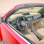 Das Interieur des VW Beetle Cabrio (Fahrerseite)