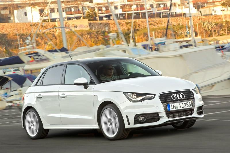 Weißer Audi A1 in der Front- Seitenansicht (Standaufnahme)