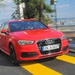 Der Audi A3 Sportback in Rot (Frontansicht, Fahraufnahme)