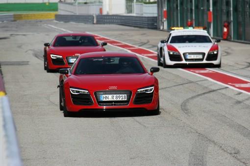 Roter Audi R8 V10 plus bei den Tests
