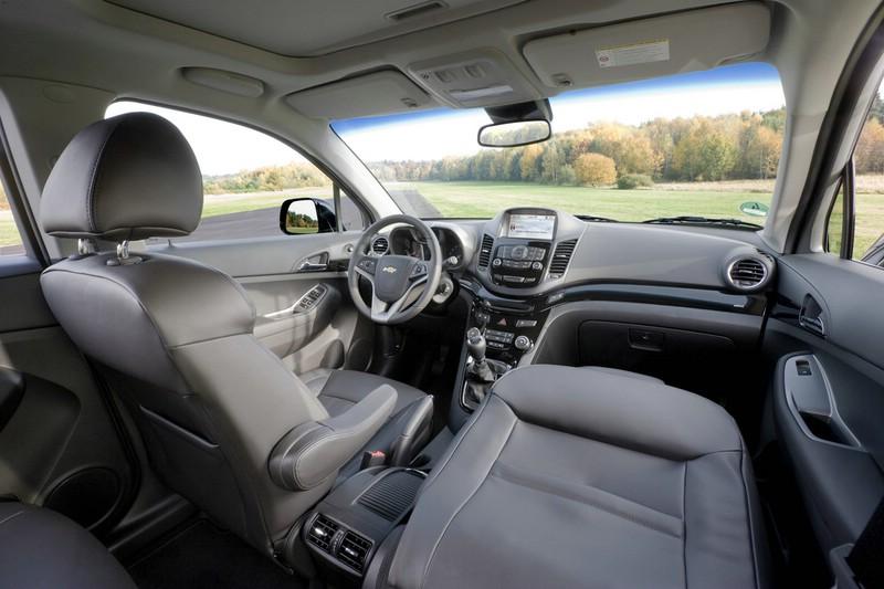 Galerie chevrolet orlando interieur bilder und fotos for Chevrolet interieur