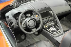 Das Cockpit des Jaguar F-TYPE