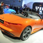 Der neue Jaguar F-TYPE in Orange auf der LA Messe 2012