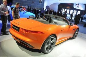 Der neue Jaguar F-TYPE in Orange auf der LA Messe 2012