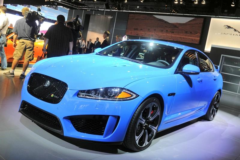 Der Jaguar XF-RS auf der Automobilmesse Los Angeles Auto Show 2012