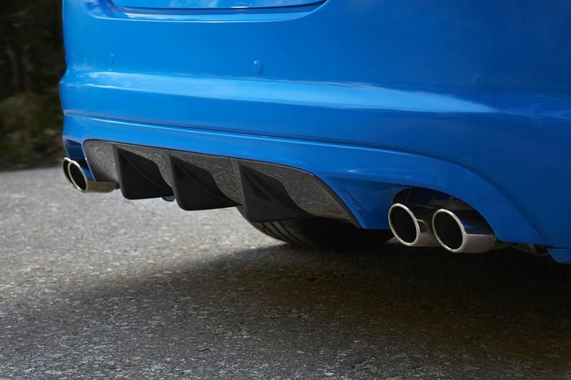 Die Auspuffrohre des Sportlers Jaguar XFS-R