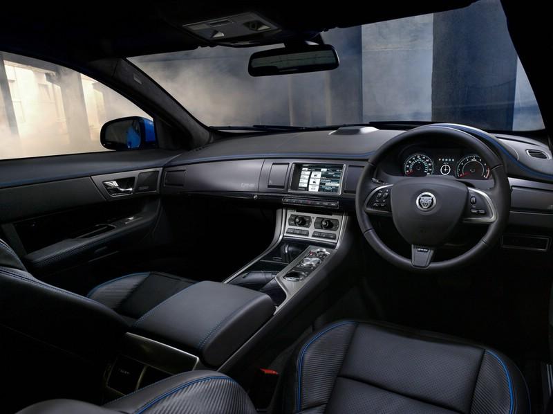 Das Interieur des Jaguar XFS-R mit Leder