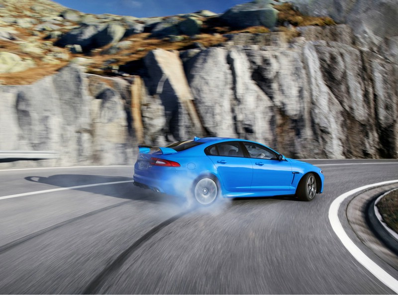 Der neue Jaguar XFS-R voll in seinem Element