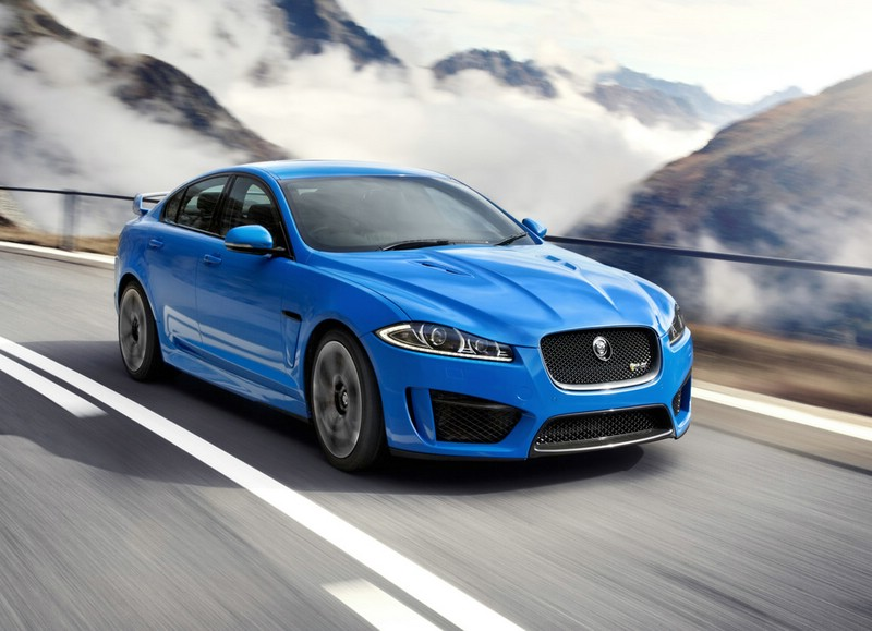 Der 550 PS Starke Jaguar XFS-R in Blau