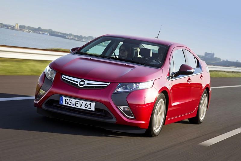 2012er Opel Ampera in der Frontansicht (Fahraufnahme)