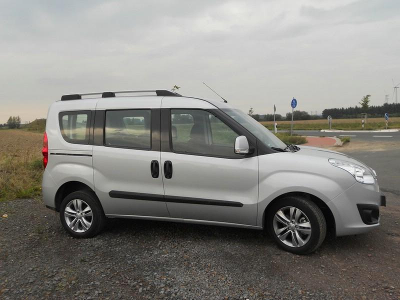 Die Seitenpartie des Opel Combo 1.6 CDTI