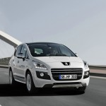 Peugeot 3008 Hybrid4 in Weiss - Front
