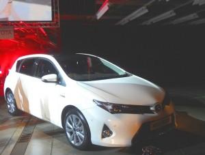 Weißer Toyota Auris der 2. Generation